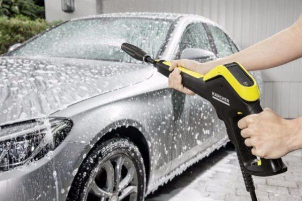 Rửa xe ô tô đúng tiêu chuẩn .