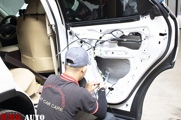 Cửa hít ô tô cho xe Lexus tại MMK AUTO