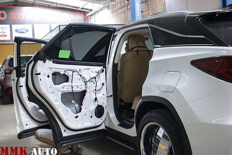 Lắp ráp cửa hít ô tô cho xe Lexus tại MMK AUTO