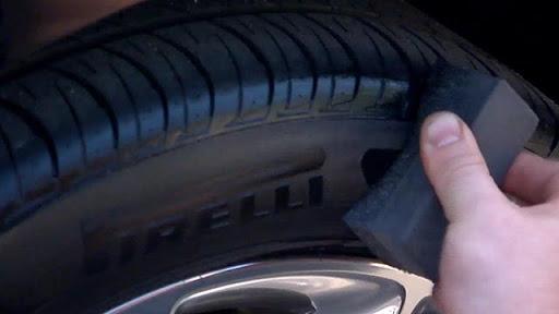 Đánh bóng lốp ô tô
