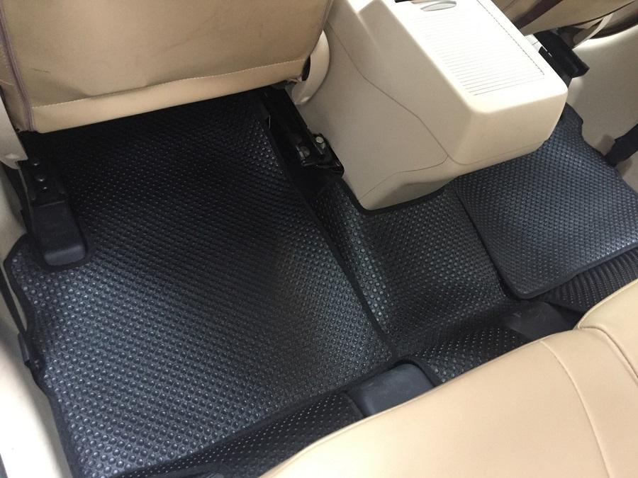 Thảm lót sàn ô tô bằng cao su có thiết kế tinh tế